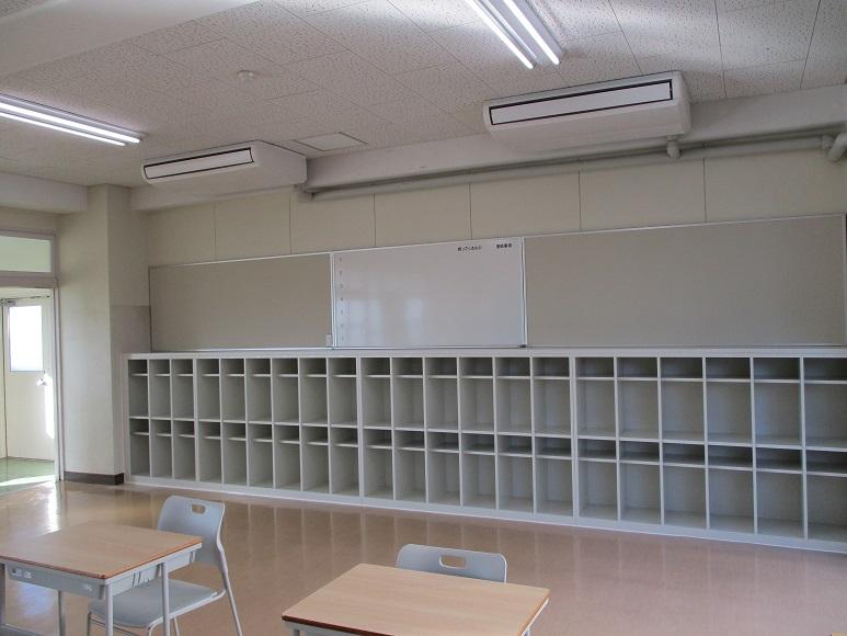 生徒用ロッカー、掲示板、ホワイトボード造作設置工事